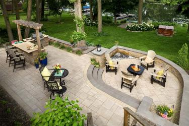 Plymouth, MN backyard entertaining paver patio.