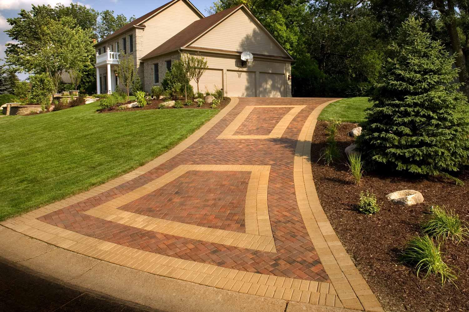 Paver Driveway with Inlay in Eden Prairie, Mn