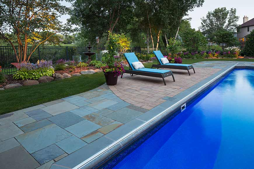 New York Bluestone Swimming Pool Deck with Paver Inlay