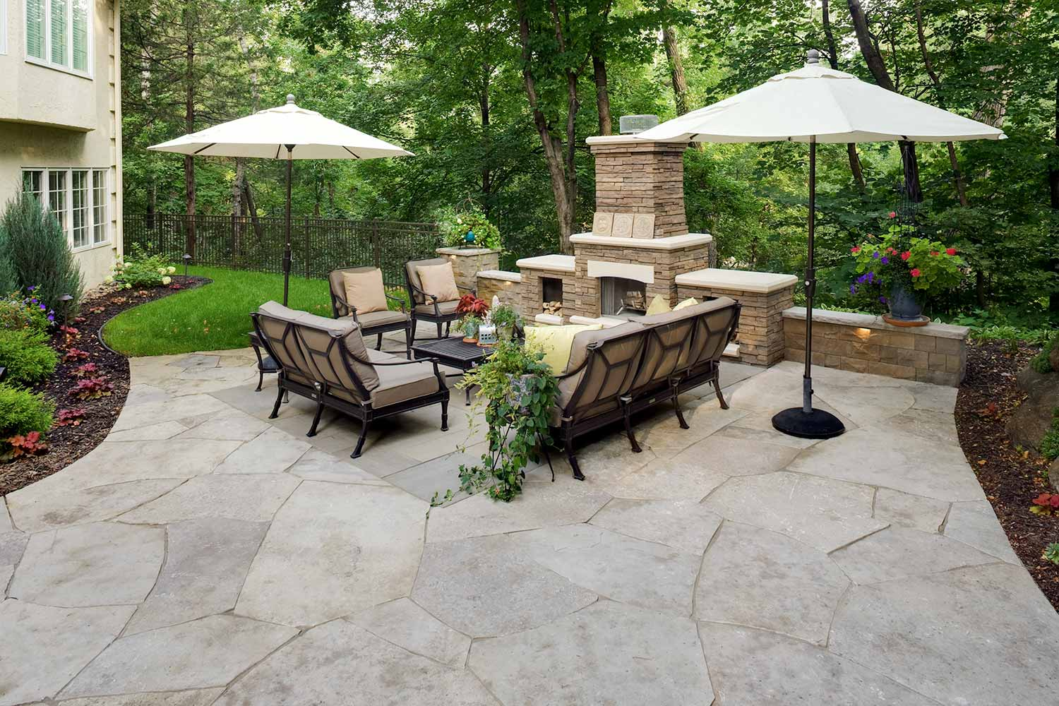 outdoor living room in Orono, MN with limestone flagstone patio and Laurel Stone inlay