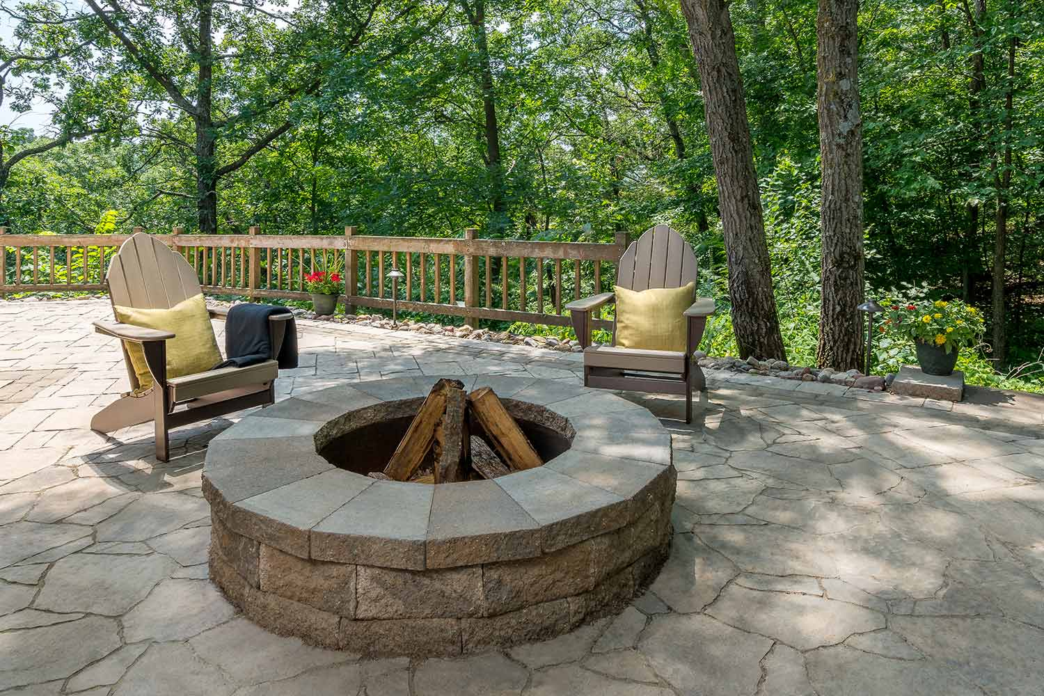 Stone Paver Fire Pits Fireplaces And Fire Tables In Minneapolis